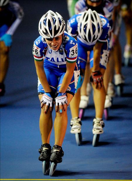 La italianaDi Eugenio, celebra tras ganar el oro en los 10.000 metros