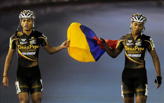 Camilo P�rez (d) y Nicol�s Bermudes quienes obtuvieron las medallas de oro y plata en 300 m