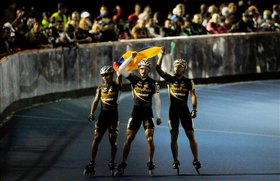 Jorge Luis Cifuentes (i), Andres Felipe Mu�oz (c) y Carlos Esteban P�rez (d) ganadores 3.000 mts